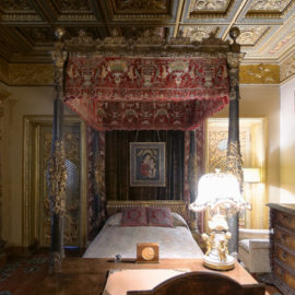 Casa Del Mar Bedroom | Hearst Castle